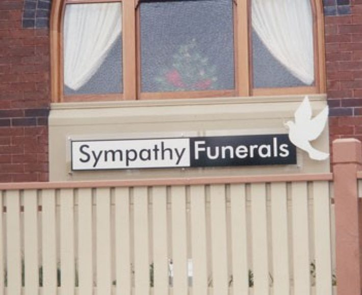 https://sympathyfunerals.com.au/wp-content/uploads/2019/10/s7-710x580.jpg